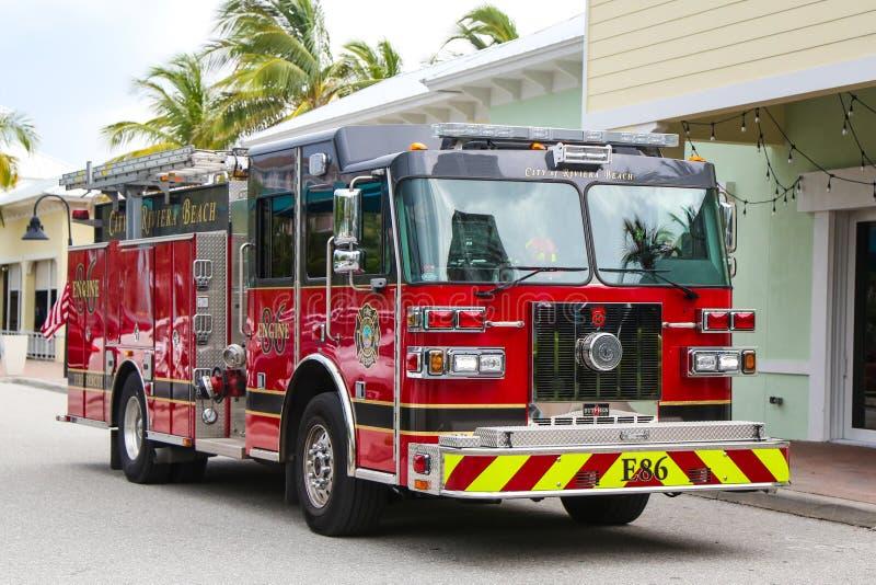 里维埃拉海滩消防救援车 免版税库存图片