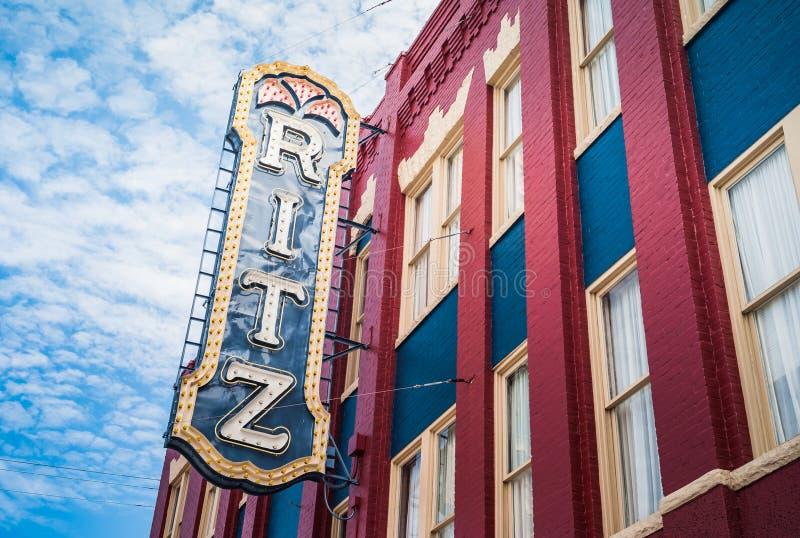 里茨剧院在佐治亚州不伦瑞克老城签名 免版税库存照片