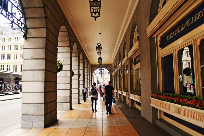 里茨拱廊通道伦敦威斯敏斯特英国 免版税库存图片