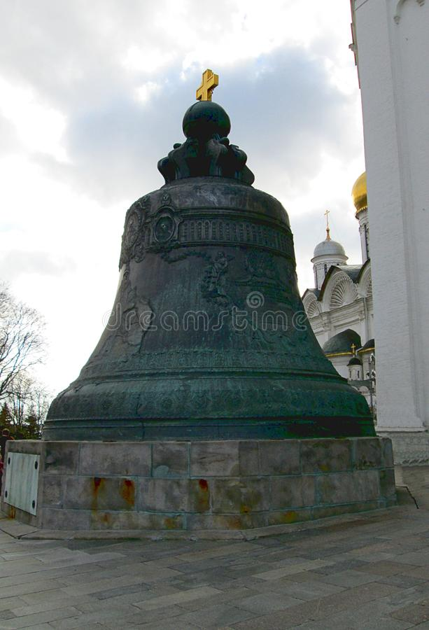 里面克里姆林宫 观点的沙皇响铃 图库摄影