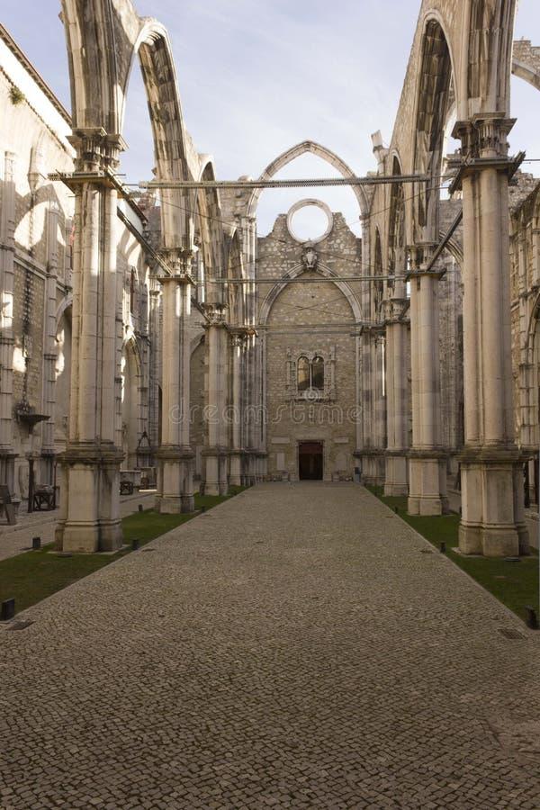 里面卡尔穆女修道院在里斯本 免版税库存照片