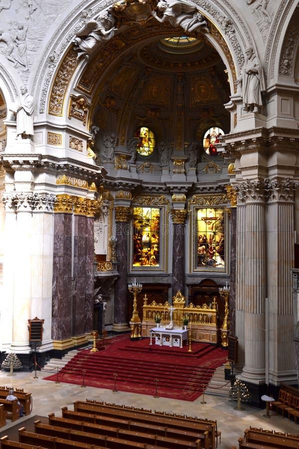 Download 里面柏林人dom 库存图片. 图片 包括有 大教堂, 小平台, 教会, 德国, 的treadled, berlitz - 22351491