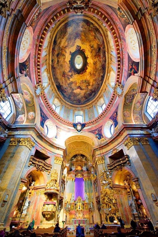 里面peterskirche维也纳 免版税图库摄影
