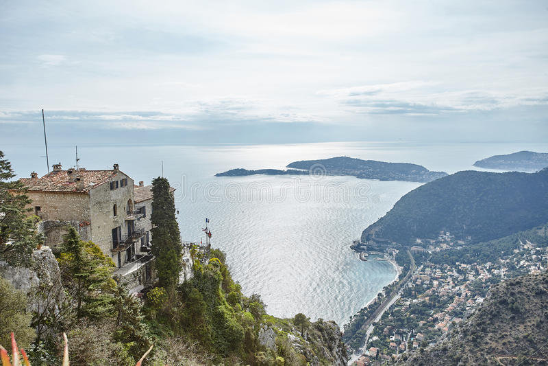 里维埃拉从岩石的顶端海岸视图 库存照片