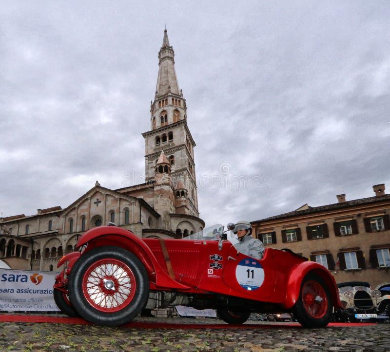 重创的广场,Mille Miglia,历史的赛车,摩德纳,2019年5月 免版税库存图片