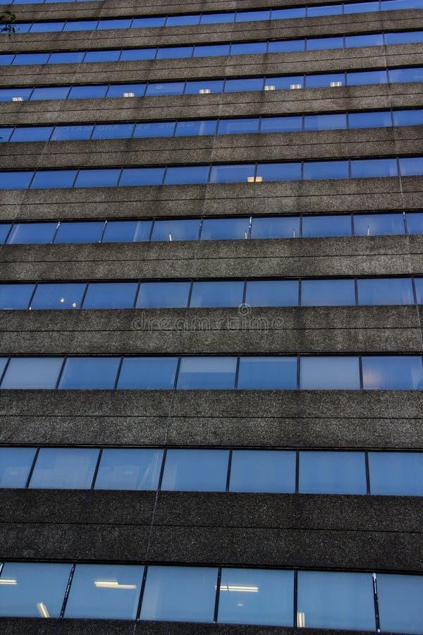 重复在大厦的玻璃窗 库存照片