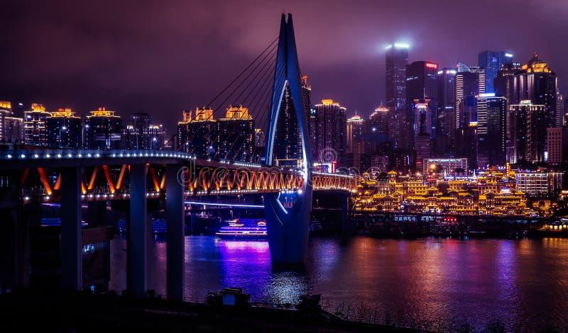 重庆在夜之前 免版税库存照片