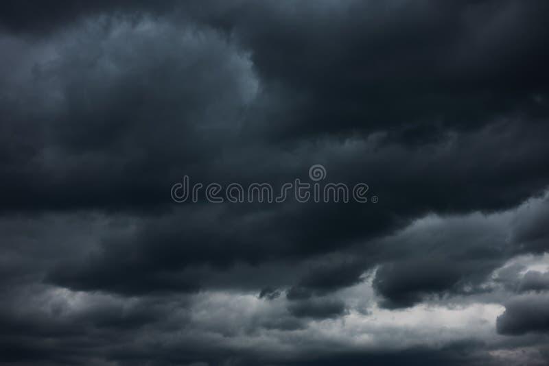 重的风雨如磐的云彩 免版税图库摄影