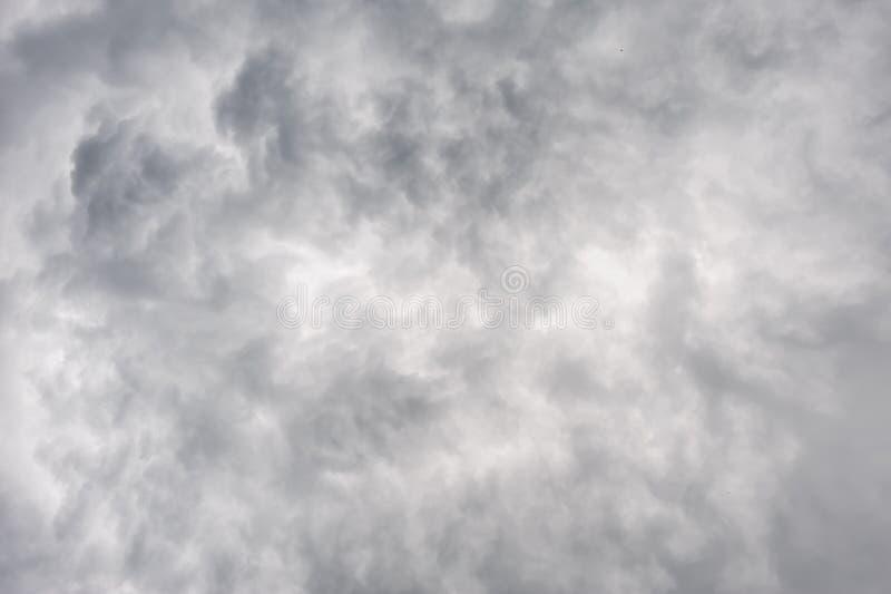 重的阴暗云彩 免版税库存图片