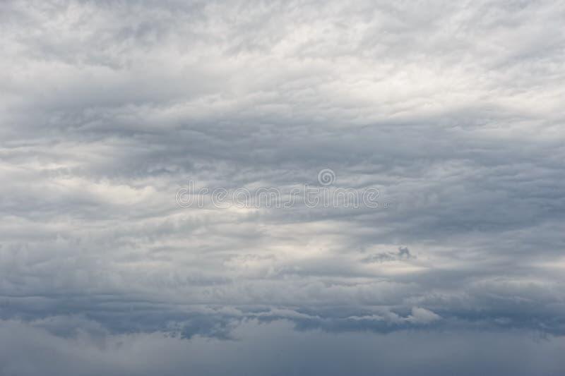 重的阴暗云彩 免版税库存照片