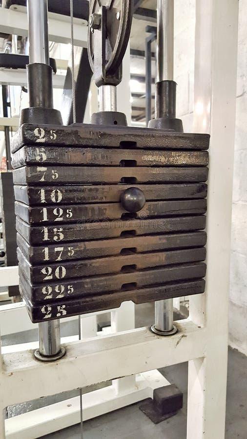 重量堆标度-健身房设备 免版税图库摄影