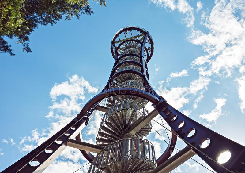 野生生物观测塔金属结构  免版税库存照片