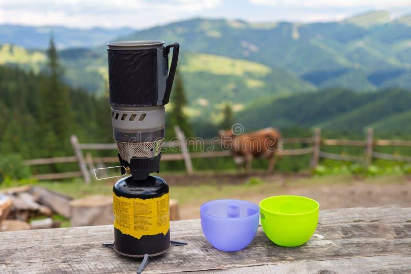 野营和野餐的用煤气烹饪燃烧器 免版税图库摄影