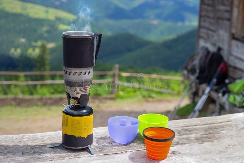 野营和野餐的用煤气烹饪燃烧器 库存照片