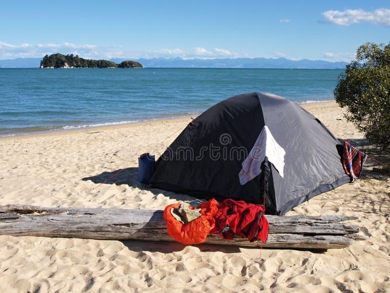 海滩野营 免版税库存图片