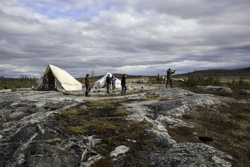 野营在寒带草原 免版税库存图片