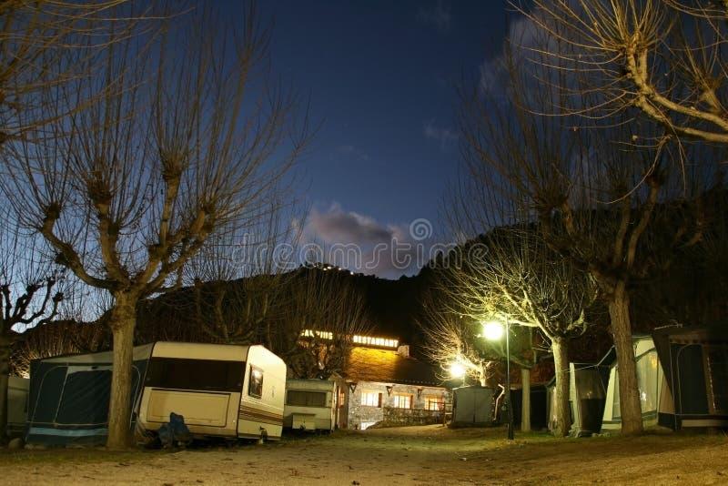 野营在晚上 免版税库存照片