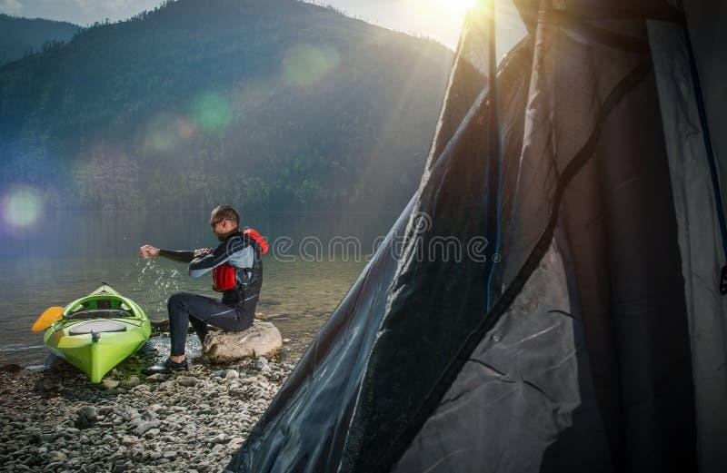 野营在湖岸 图库摄影