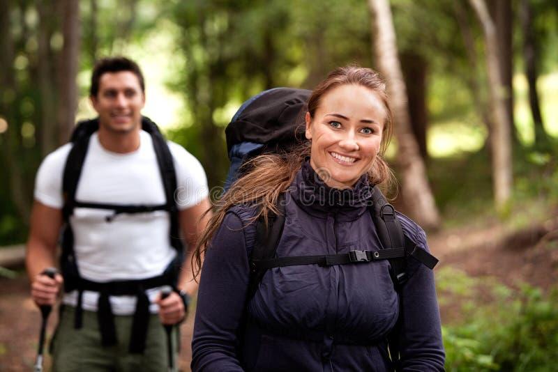 野营的女性纵向 图库摄影