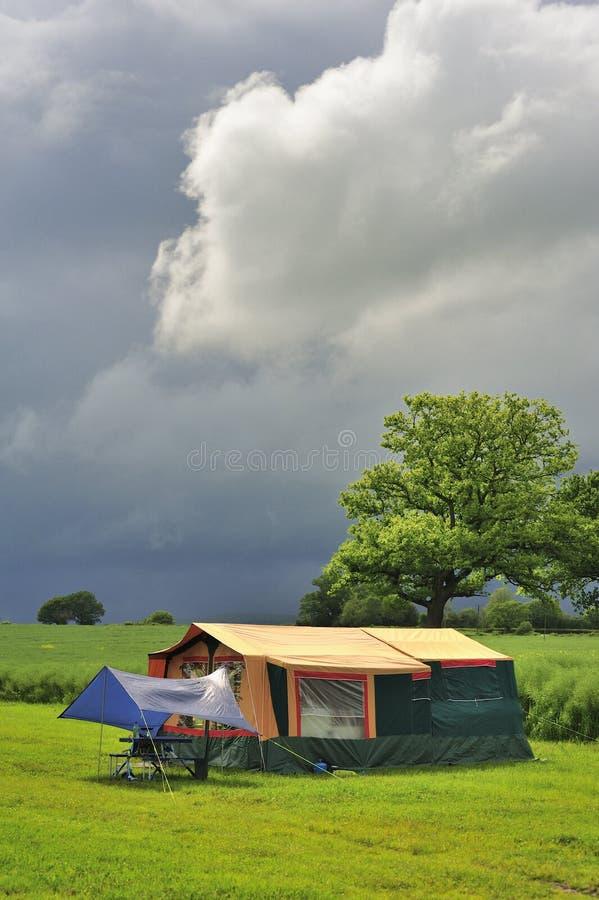 野营的帐篷拖车 库存图片