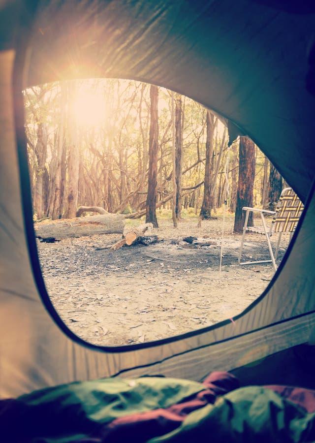 野营的日出帐篷 免版税库存照片
