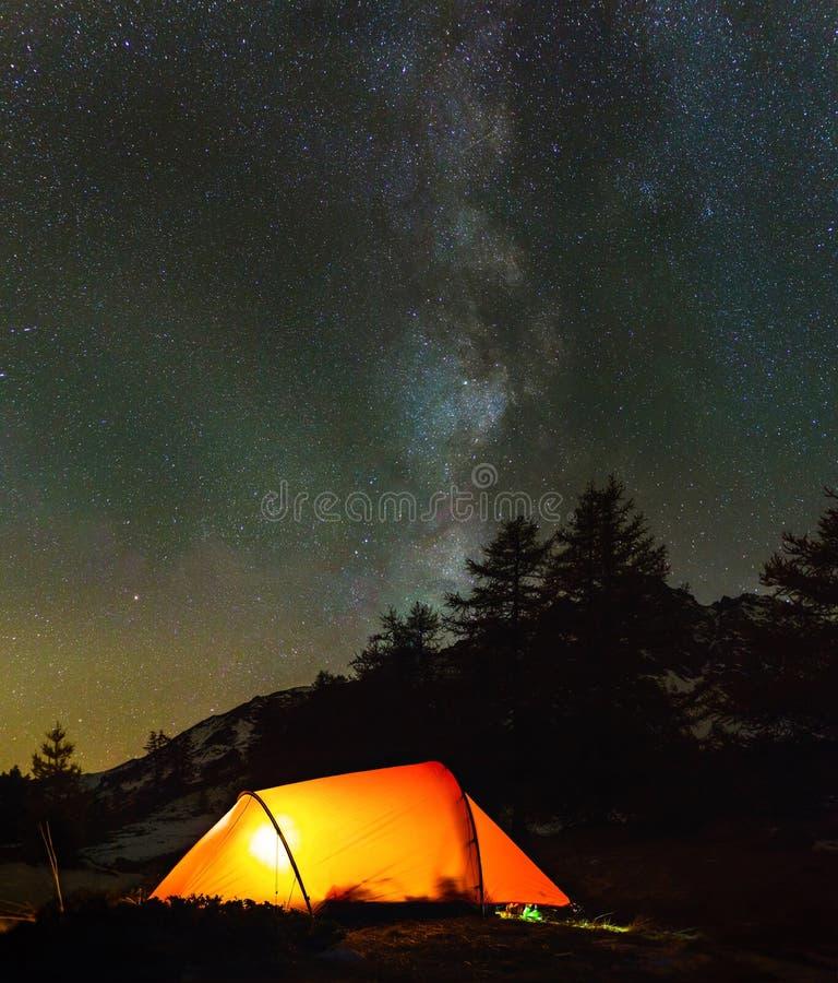 野营的星形下 图库摄影