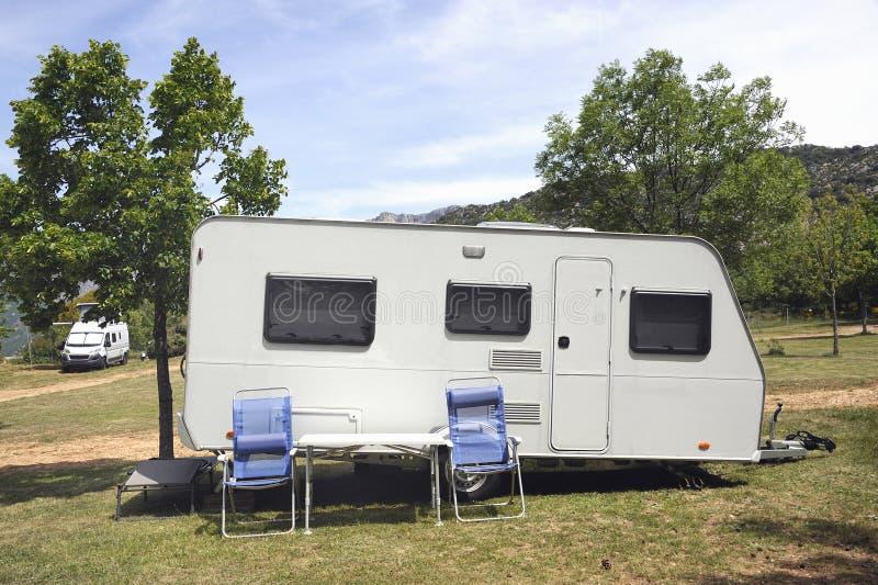 野营的有蓬卡车 免版税库存图片