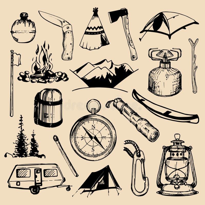 野营的速写的元素 传染媒介套象征,徽章的等葡萄酒手拉的室外冒险例证 向量例证