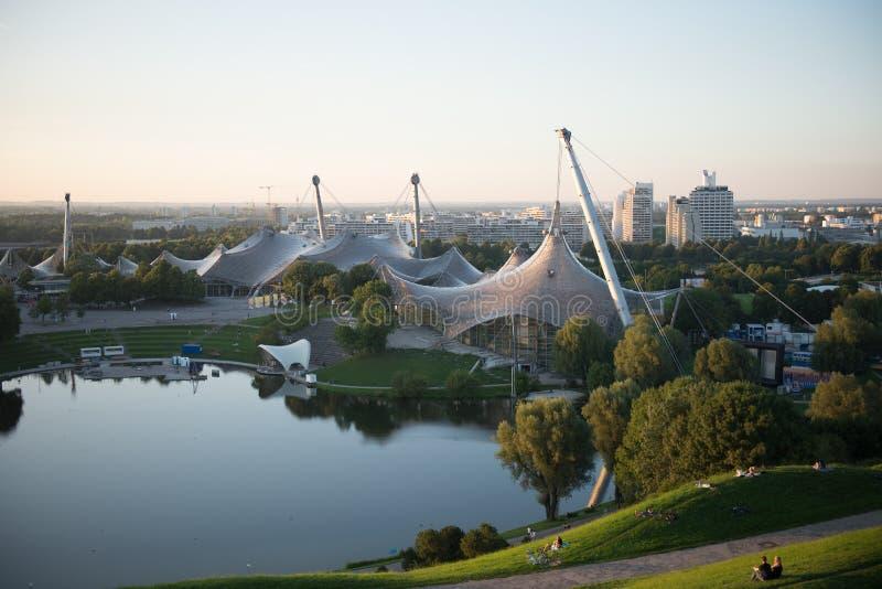 野餐温暖的下午奥林匹亚公园慕尼黑 图库摄影