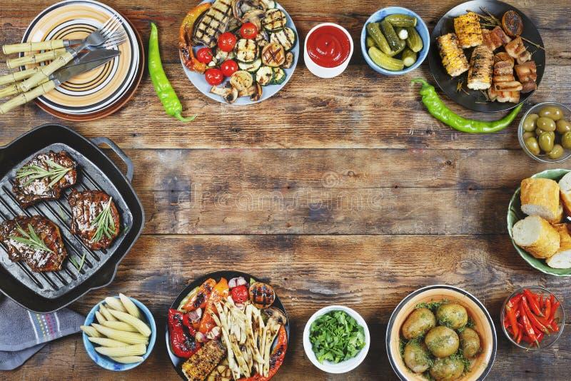 野餐,阵亡将士纪念日,美国烤肉,烤肉肉,露天 免版税图库摄影