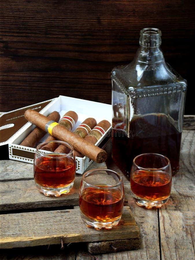 质量雪茄和科涅克白兰地 免版税库存照片