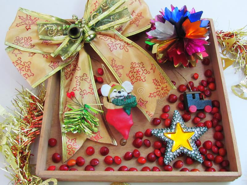 金丝带和装饰装饰品,星形状,木小t 免版税库存照片