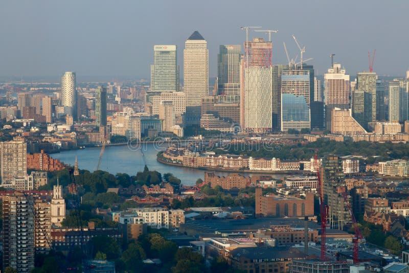 金丝雀码头全景在伦敦-泰晤士河 库存图片