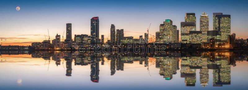 金丝雀码头和港区在伦敦 图库摄影