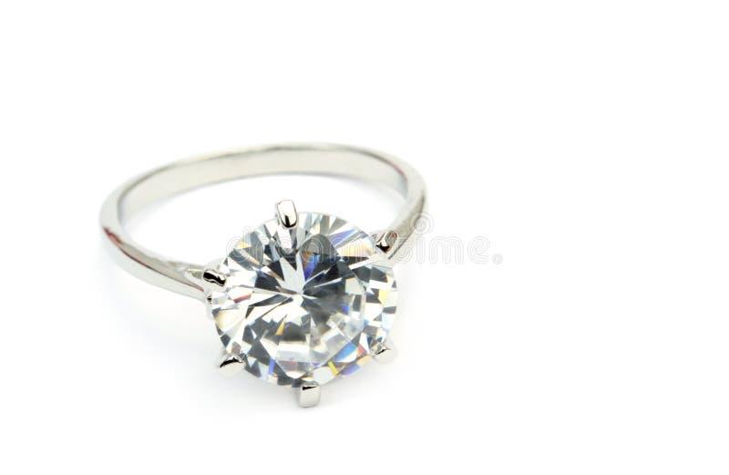 金刚石在白色背景隔绝的单粒宝石圆环 库存照片