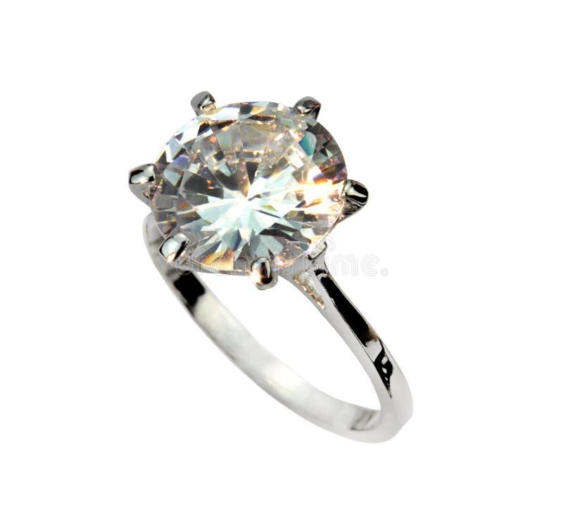 金刚石在白色背景隔绝的单粒宝石圆环 免版税库存照片
