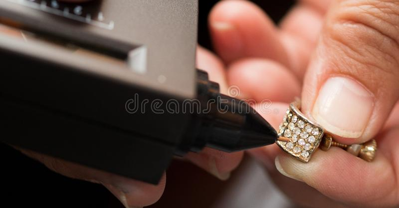 金刚石测试器宝石选择器宝石LED显示 图库摄影