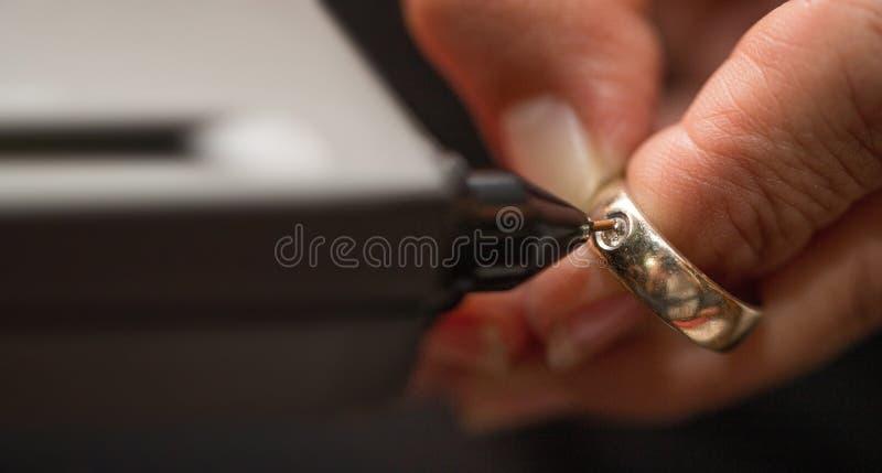 金刚石测试器宝石选择器宝石LED显示 免版税库存照片