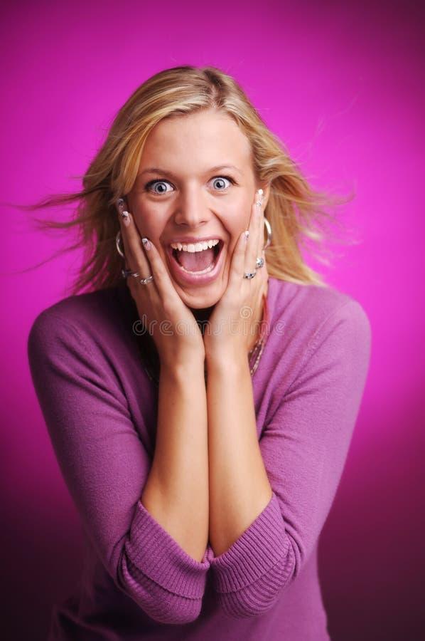 金发性感的惊奇的妇女年轻人 免版税库存图片