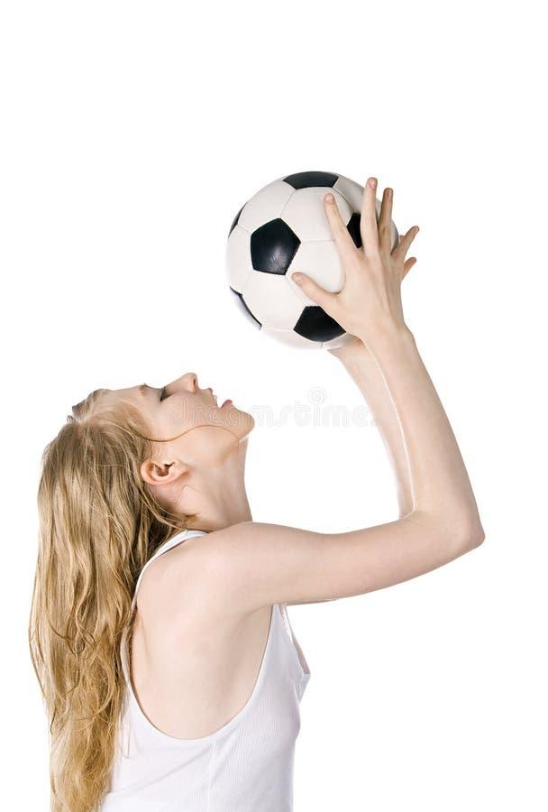 年轻金发碧眼的女人的图片有足球的 库存照片