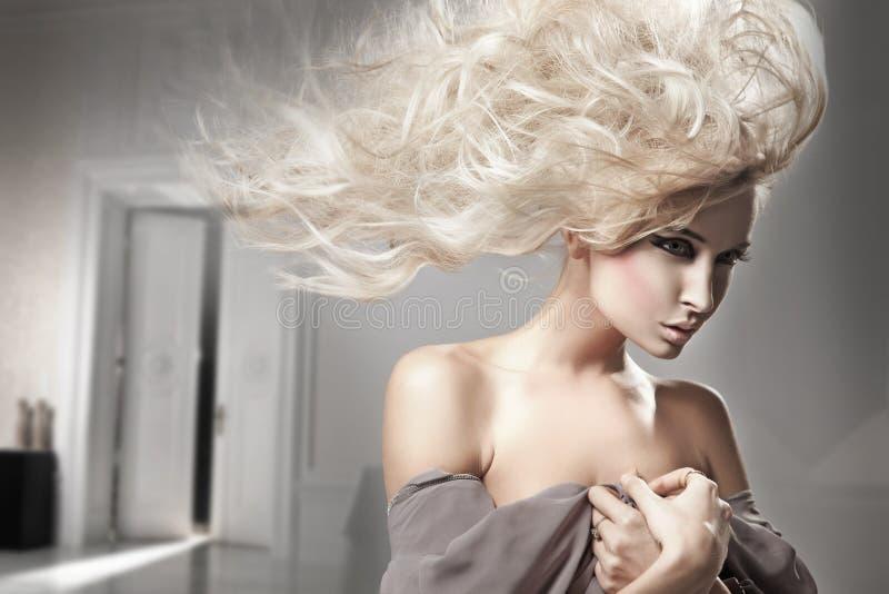 金发长的妇女 免版税库存图片