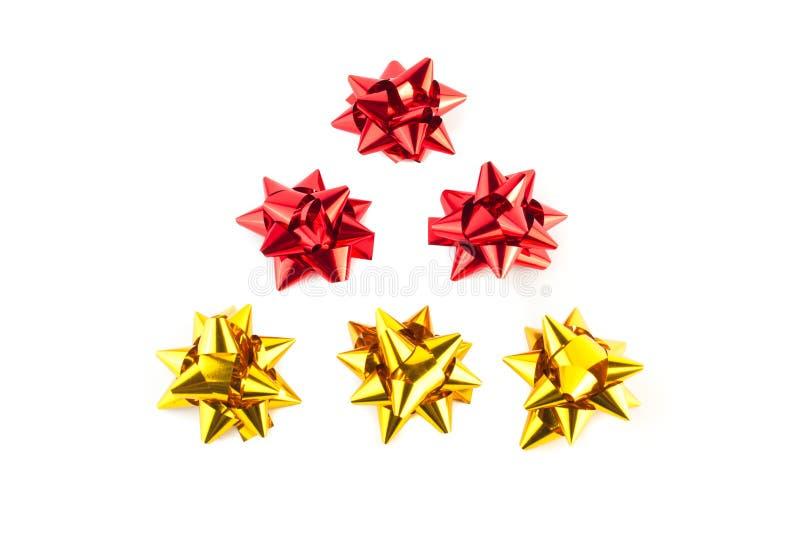 金和红色弓圣诞树  免版税库存图片