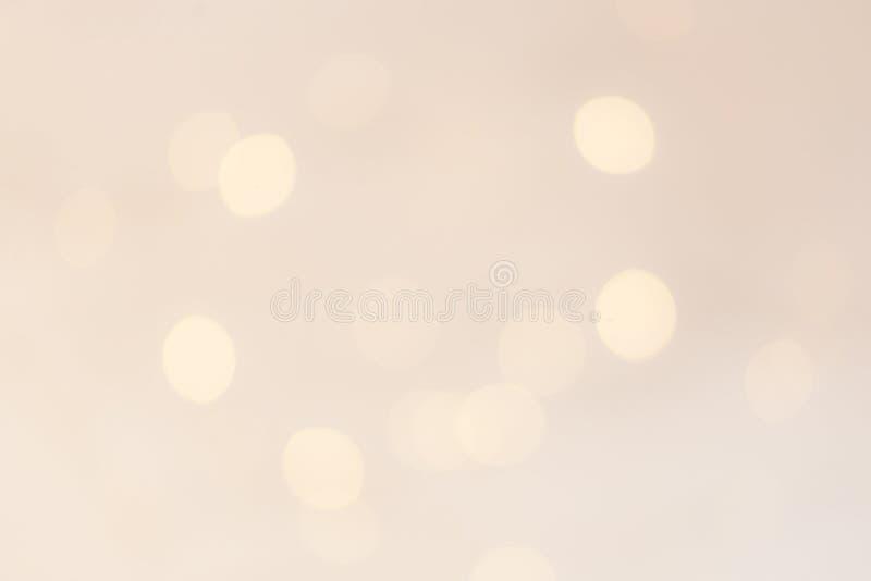 金子与闪耀的bokeh的圣诞灯背景 摘要 免版税库存图片