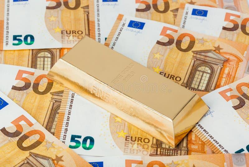 金子和欧元金钱 免版税库存图片