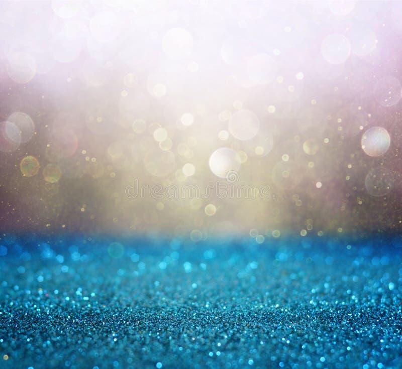 金子和蓝色boke光或defocused光背景 库存图片