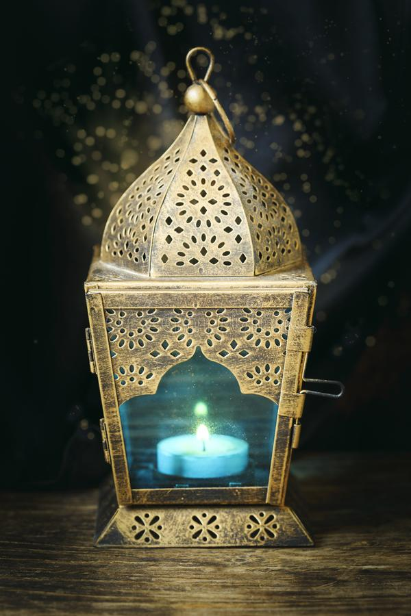 金子阿拉伯灯笼 库存图片