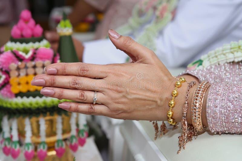 金子,问候,手,人的手,首饰 库存图片