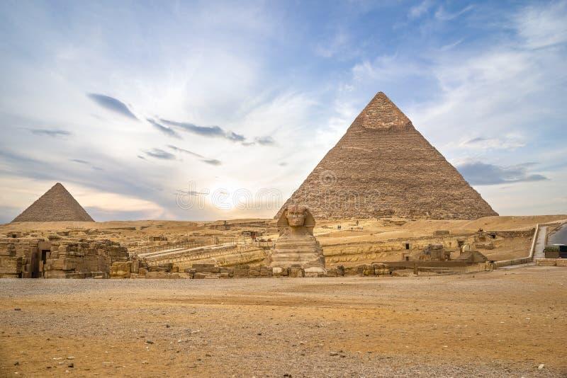 金字塔和狮身人面象在吉萨棉 库存照片
