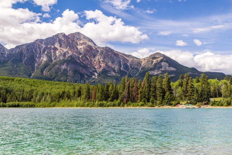 金字塔山Patricia湖贾斯珀国家公园亚伯大,加拿大 免版税库存图片