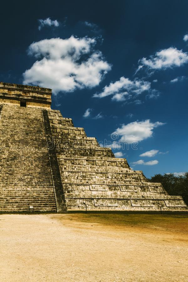 金字塔的边 图库摄影